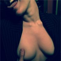 Miley Cyrus seins nus sur Instagram aux côtés des filles de Bruce Willis et Demi Moore