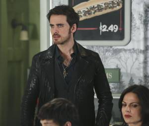 Once Upon a Time saison 4, épisode 19 : Hook (Colin O'Donoghue) sur une photo