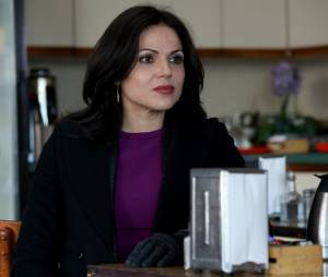 Once Upon a Time saison 4, épisode 19 : Regina (Lana Parrilla) sur une photo