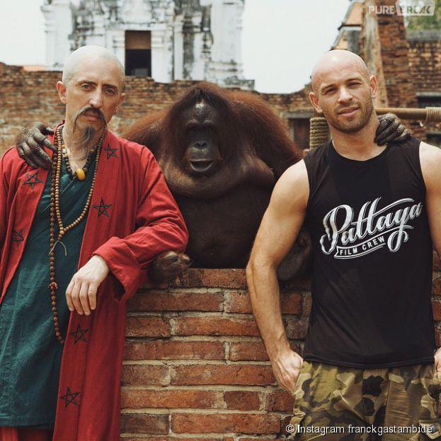 Gad Elmaleh chauve et moustachu en Thaïlande sur le tournage de Pattaya