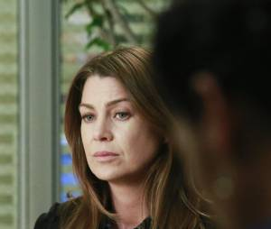 Grey's Anatomy saison 11, épisode 22 : Meredith (Ellen Pompeo) sur une photo