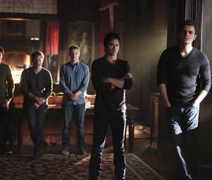 The Vampire Diaries saison 6, épisode 22 : Tyler, Alaric, Matt, Damon et Stefan sur une photo