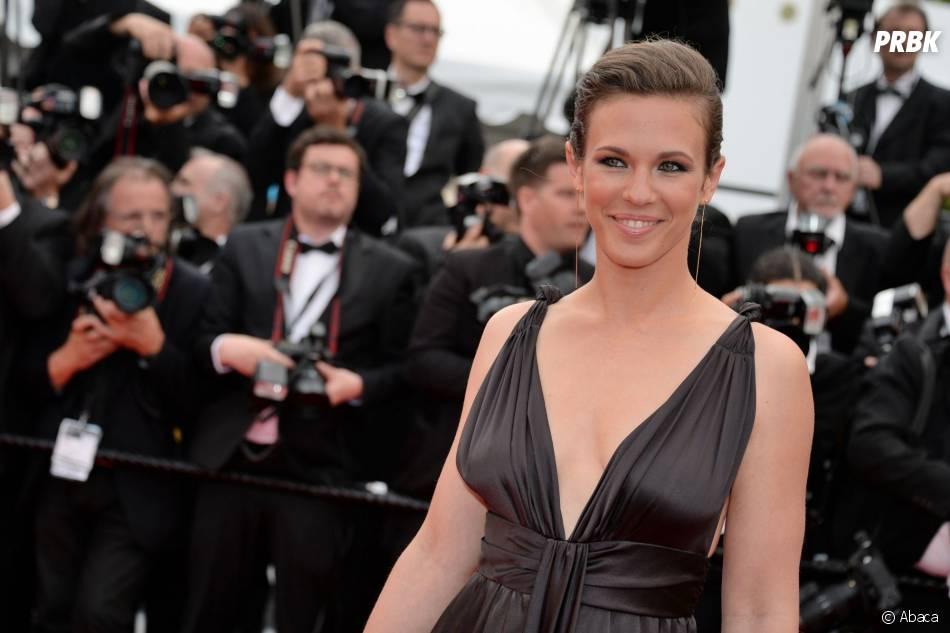Lorie Pester décolletée sur le tapis rouge, le 15 mai 2015 au festival de Cannes