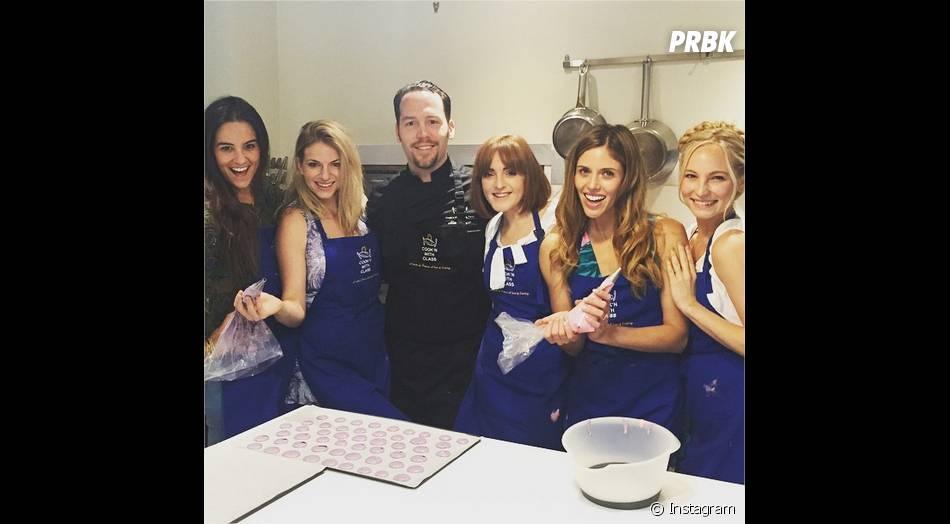Candice Accola, Kayla Ewell et leurs amies prennent un cours de cuisine à Paris en mai 2015