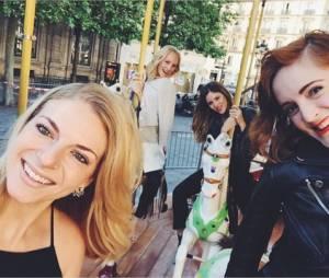 Candice Accola s'éclate à Paris avec Kayla Ewell et ses amies en mai 2015