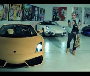 Swagg Man entouré de Lamborghini sur une image extraite de son nouveau clip 'Lambo'