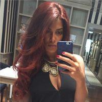 Ayem Nour : sexy et décolletée, elle affiche ses cheveux rouges sur Instagram