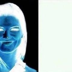 Arriverez-vous à voir cette femme en couleur ? L'illusion d'optique qui agite le web