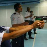 Shy'm véritable femme fatale : cours de tir impressionnant avec la police