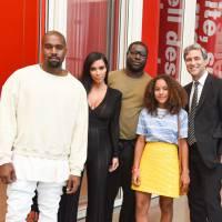 Kim Kardashian enceinte dévoile son baby bump, Kanye West plus souriant que jamais