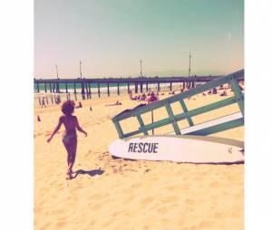 Tal en bikini sur la plage aux Etats-Unis, pendant l'été 2015
