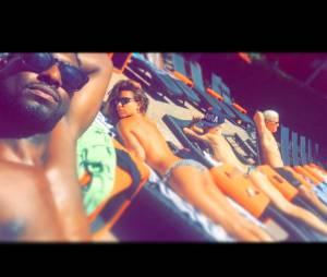 Tal topless et sexy pendant ses vacances aux Etats-Unis