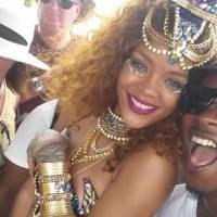 Rihanna sexy au carnaval de la Barbade : décolleté, poses osées et twerk endiablé !