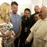 Candice Accola enceinte : le Pape François bénit le bébé de la star de Vampire Diaries