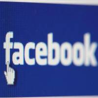 Une femme recherche son flirt d'un soir sur Facebook mais... tombe sur sa petite-amie