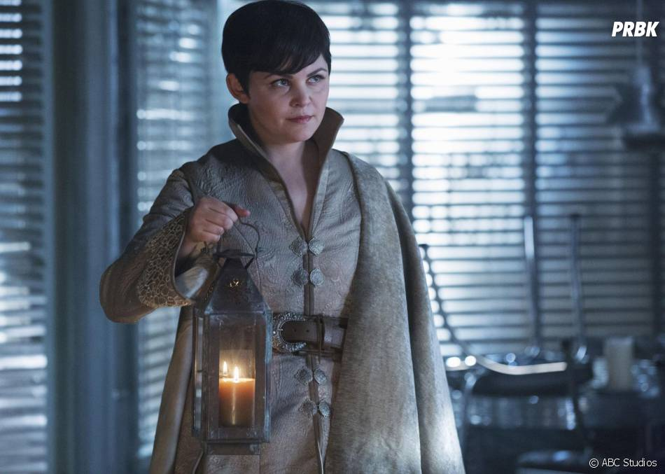 Once Upon a Time saison 5, épisode 4 : Mary Margareth (Ginnifer Goodwin) sur une photo