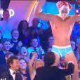 Matthieu Delormeau en slip pour une battle de danse contre Crazy Witcho dans #TPMPAmour le 20 novembre 2015 sur D8