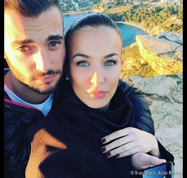 Loïc Fiorelli (Secret Story 9) et Julie Ricci en couple et complices à Marseille en novembre 2015