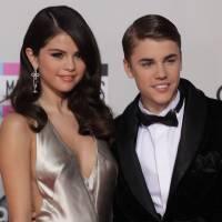"""Justin Bieber et Selena Gomez de nouveau en couple ? """"Ils se manquent, mais..."""""""