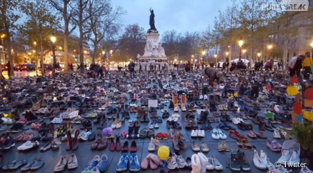 Des chaussures recouvrent la place de la République à Paris en marge de la COP21