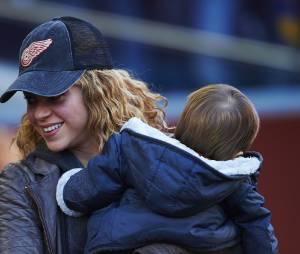 Shakira et Sasha au match opposant le FC Barcelone à Real Sociedad le 28 novembre 2015 à Barcelone