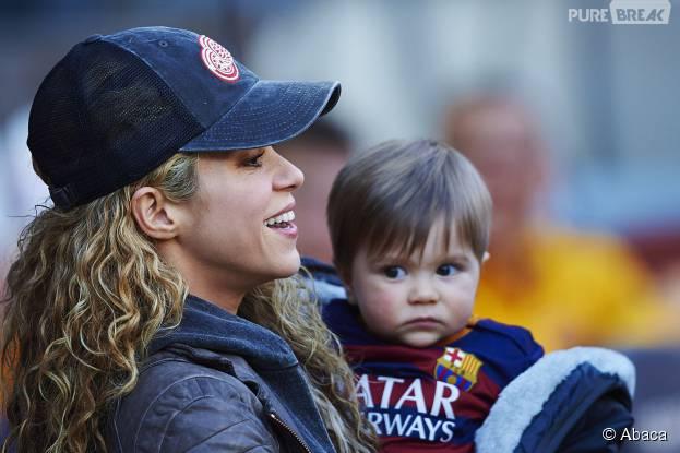 Shakira et son fils Sasha au match opposant le FC Barcelone à Real Sociedad le 28 novembre 2015 à Barcelone