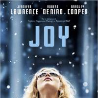 Jennifer Lawrence sexy et décolletée sur le tapis rouge de son dernier film Joy