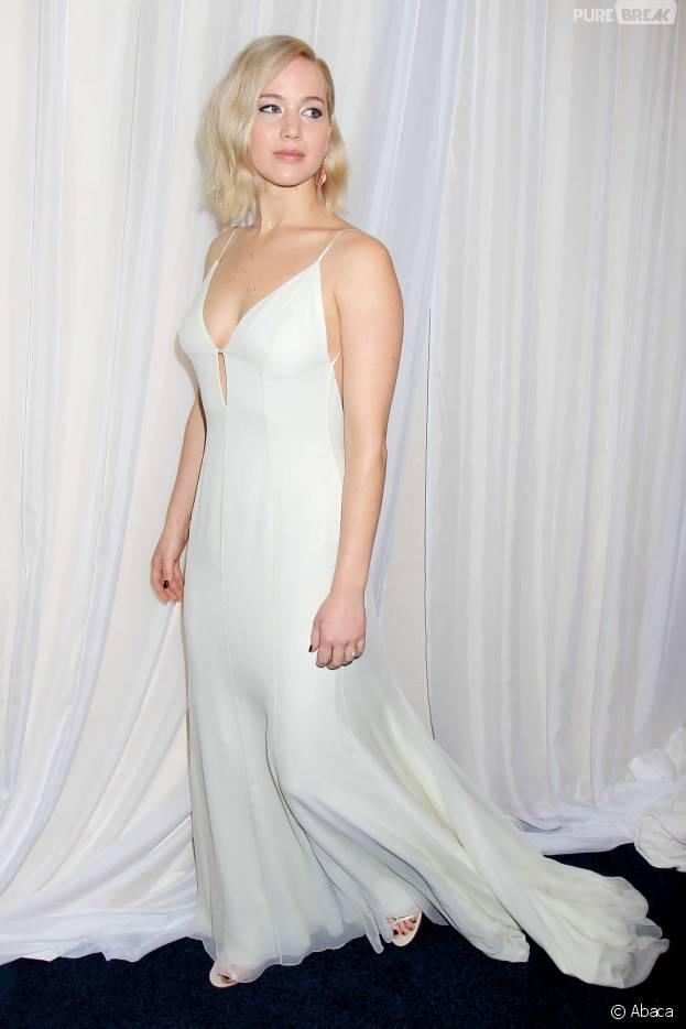 Jennifer Lawrence sexy et décolletée à l'avant-première de Joy, le 13 décembre 2015