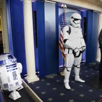 Star Wars : des stormtroopers et R2D2 s'invitent à la conférence de presse de Barack Obama