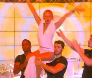 Enora Malagré : danse sexy sur Kylie Minogue dans TPMP, le 28 janvier 2016, sur D8