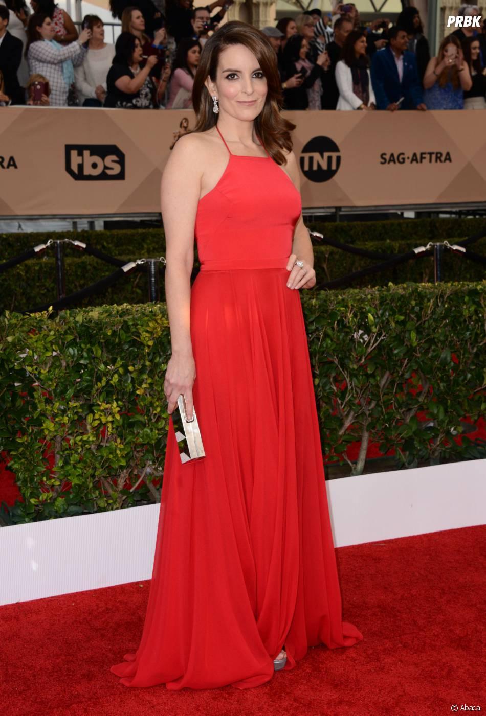 Tina Fey classe lors des SAG Awards 2016, le 30 janvier, à Los Angeles