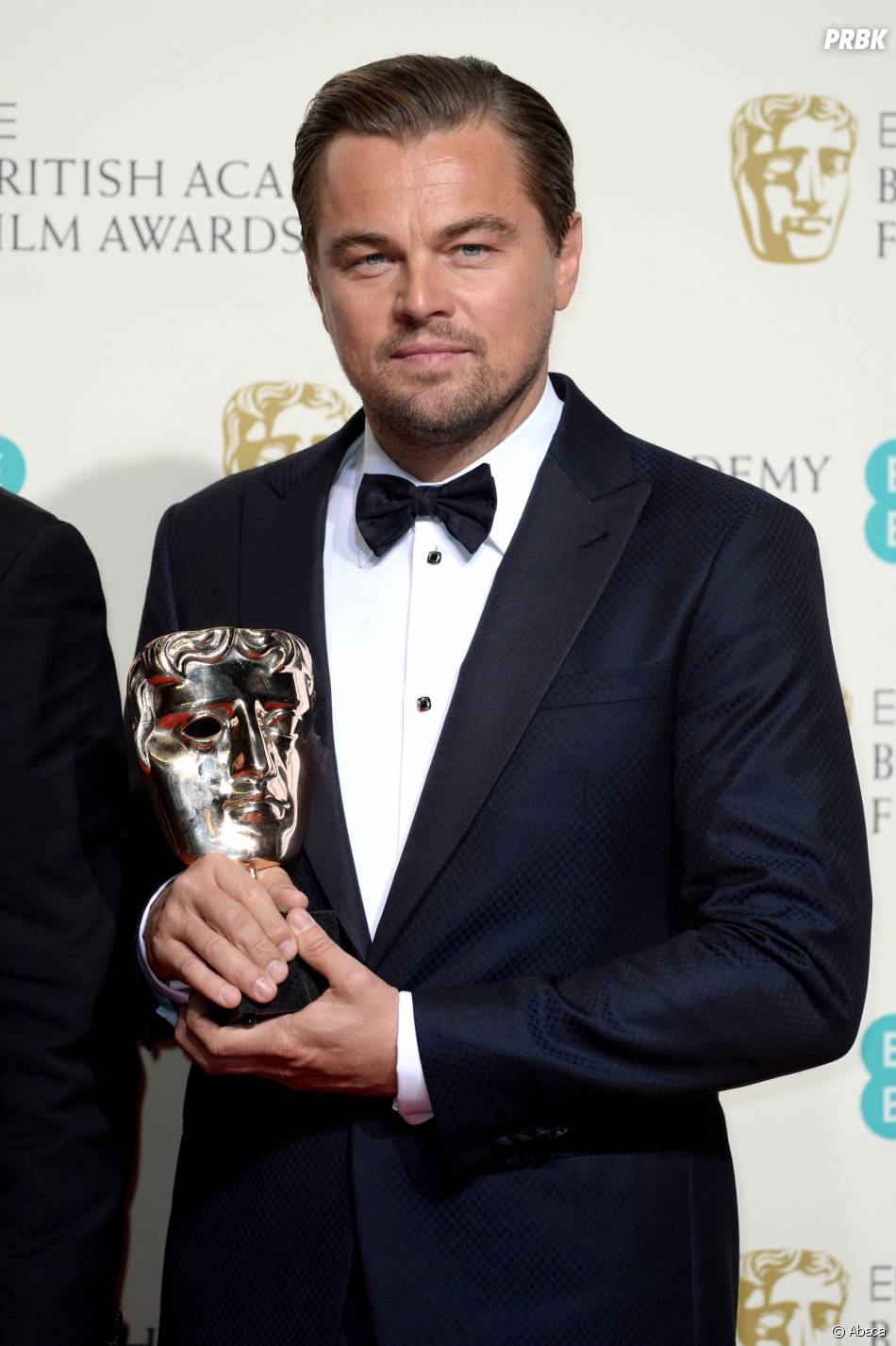 leonardo dicaprio gagnant du prix du meilleur acteur aux. Black Bedroom Furniture Sets. Home Design Ideas