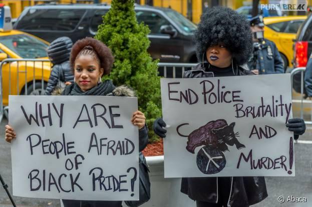 Manifestation anti-Beyoncé : plus de soutiens au mouvement Black Lives Matter que d'opposants à la star devant le siège de la NFL, le 16 février 2016 à New-York