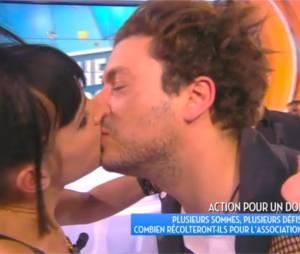 Kev Adams embrasse Erika Moulet dans TPMP