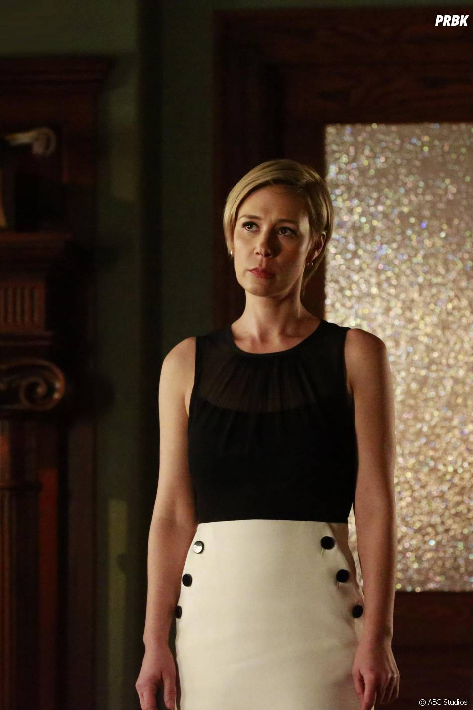 How To Get Away With Murder saison 2, épisode 12 : Bonnie (Liza Weil) sur une photo