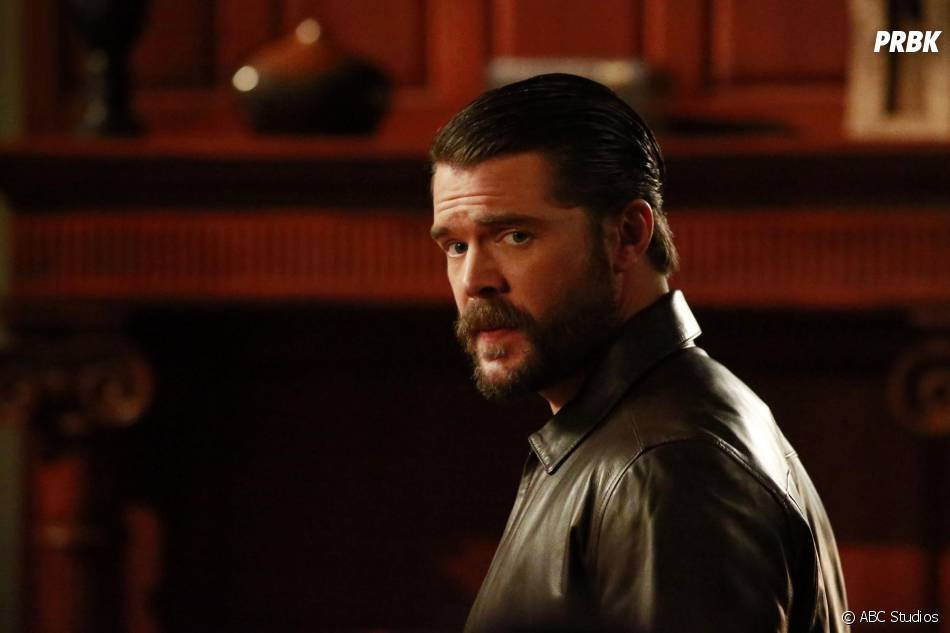 How To Get Away With Murder saison 2, épisode 12 : Frank (Charlie Weber) sur une photo