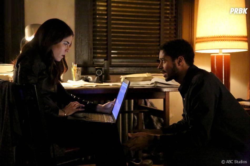 How To Get Away With Murder saison 2, épisode 12 : Laurel (Karla Souza) et Wes (Alfred Enoch) sur une photo