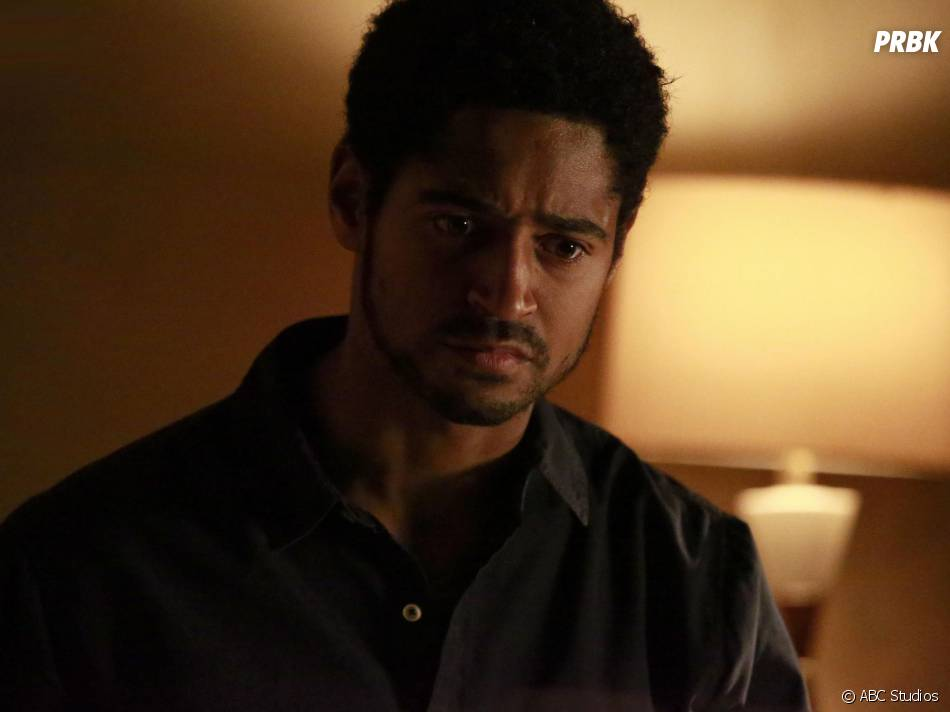 How To Get Away With Murder saison 2, épisode 12 : Wes (Alfred Enoch) sur une photo