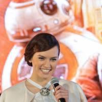 """Daisy Ridley (Star Wars) : bientôt un duo avec """"une énorme star"""" de la musique"""