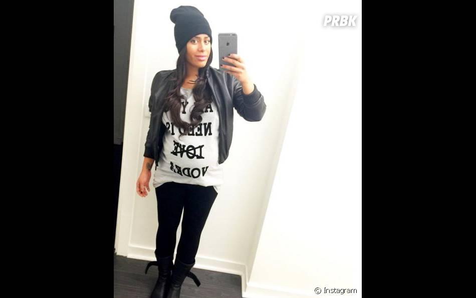 Amel Bent enceinte et rayonnante sur Instagram, le 31 janvier 2016