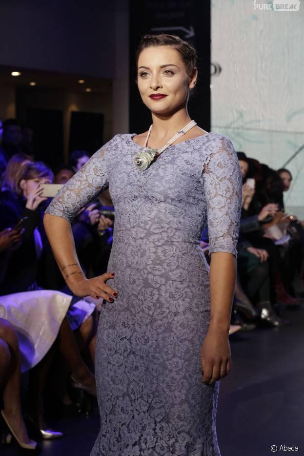 Priscilla Betti défile pour Christophe Guillarmé pendant la Fashion Week de Paris, le 3 mars 2016