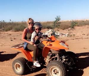 Amélie Neten et son fils Hugo en vacances à Marrakech