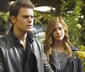 The Vampire Diaries saison 7 : Elizabeth Blackmore et Paul Wesley sur une photo