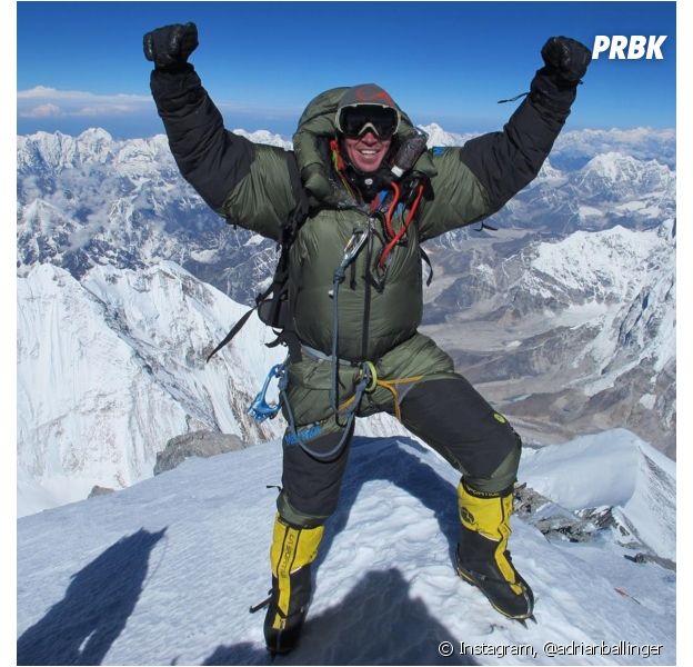 Adrian Ballinger en haut de l'Everest avec son ami Cory Richards