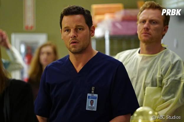 Grey's Anatomy saison 12, épisode 20 : Alex (Justin Chambers) et Owen (Kevin McKidd) sur une photo